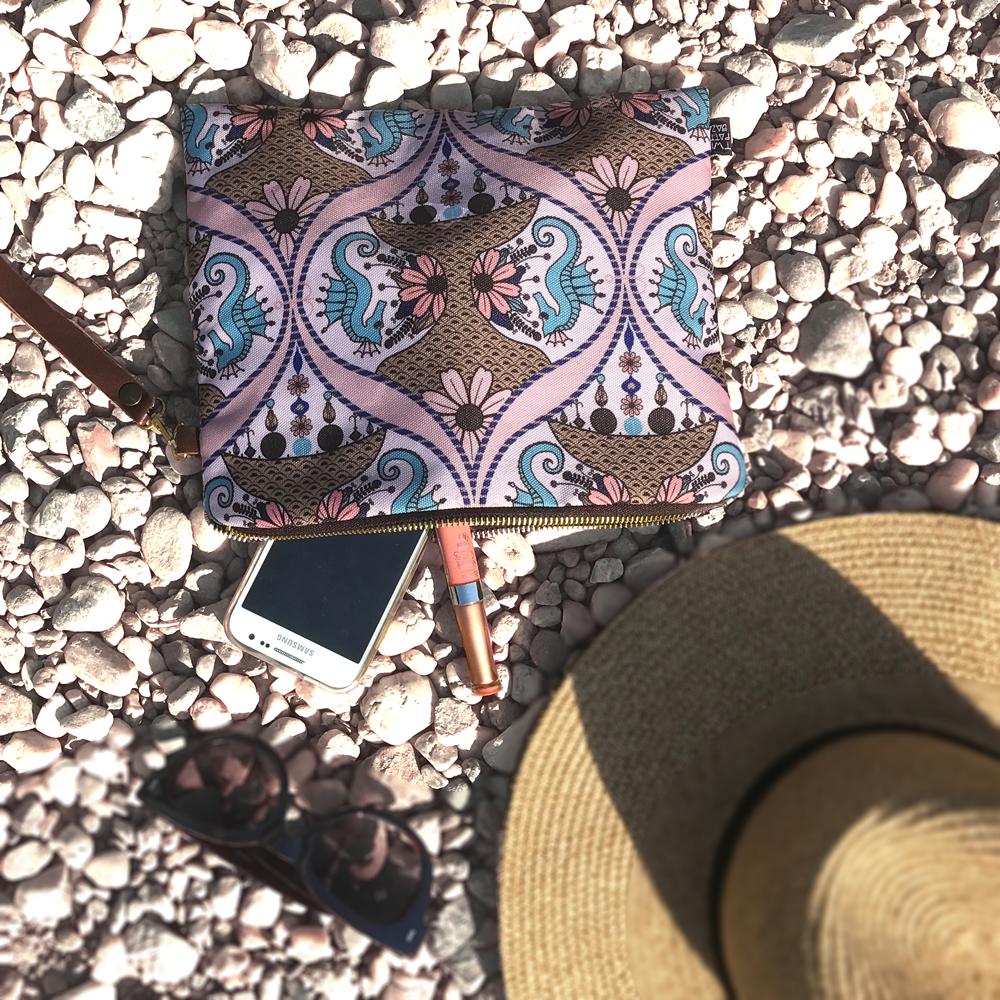 Mala rucna torba, neseser sa morskim konjicima
