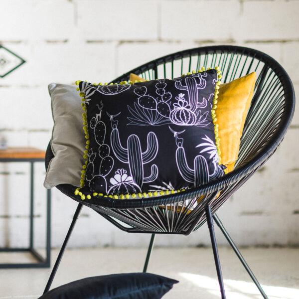 dizajnerski jastuk Hopi sa pom pom