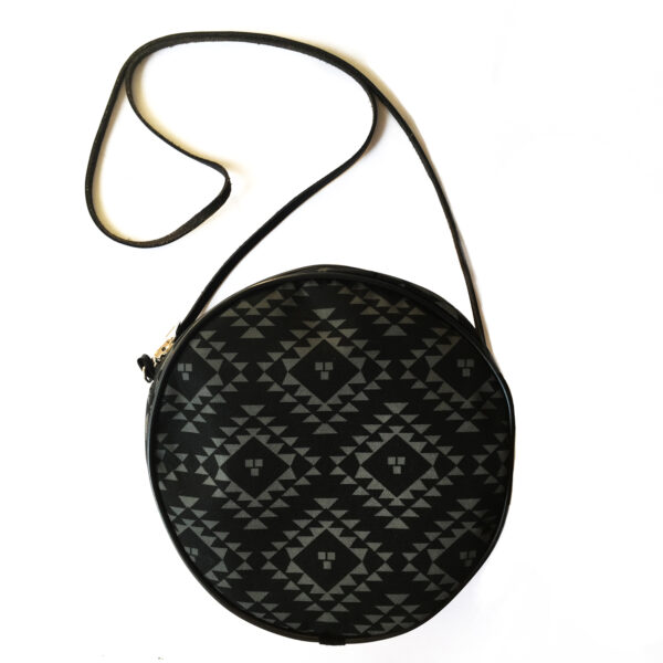 okrugla crna torba
