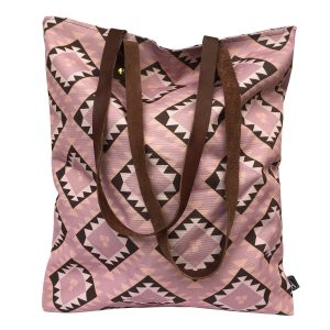 roze torba sa etno ornamentom