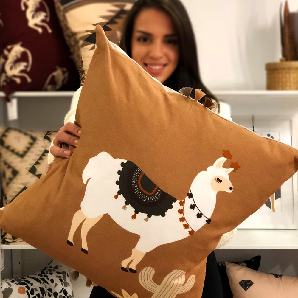 dizajnerski jastuk sa lamom